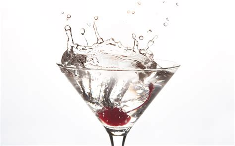 cocktail splash drink splash wallpaper 1920x1200 24333