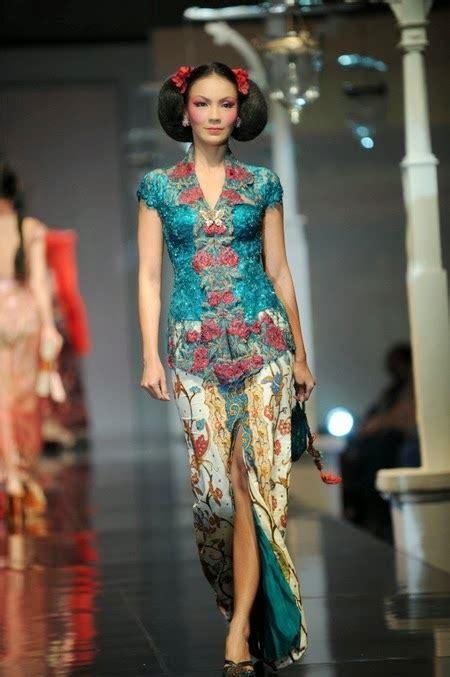 kumpulan foto model baju kebaya ivan gunawan trend baju kebaya