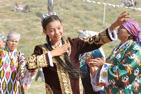 uzbek traditional music and dance in bukhara 3 all the beauty of nation in uzbek dance
