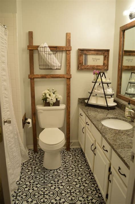how to lay linoleum in the bathroom 1000 ideas about painted bathrooms on pinterest