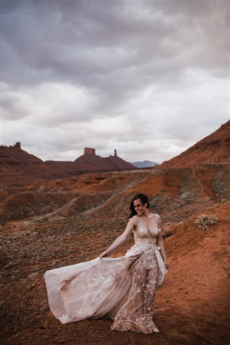 elopement bridals in moab, utah   desert adventure wedding