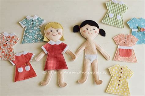 felt dress up doll template casinha de boneca de feltro a craft