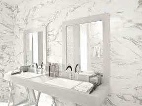 une salle de bain tout en marbre so