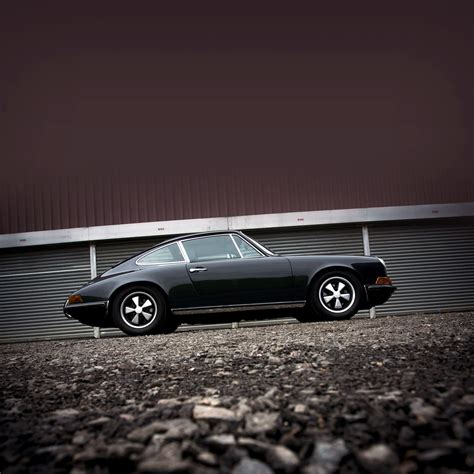 iphone 5 wallpaper classic car freeios7 classic car black parallax hd iphone ipad