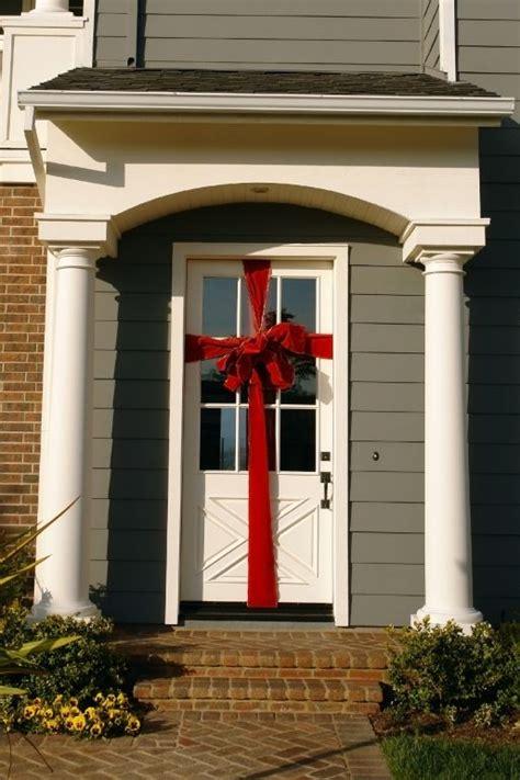 put  big bow   front door   easy christmas