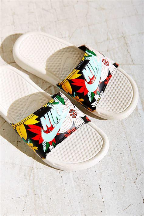 imagenes zandalias nike nike benassi slide sandal urban from urban outfitters