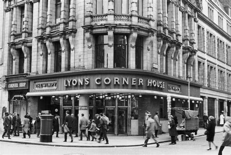corner house cafe the rise and fall of the lyons cornerhouses and their nippy waitresses