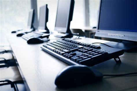 ordinateur de bureau: station de travail / workstation