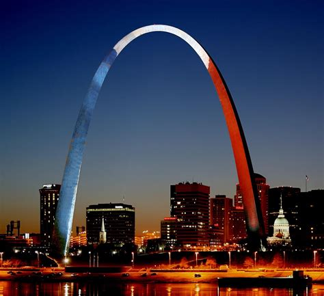 why is st a why hasn t the arch been lit to honor news