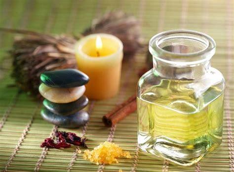 Minyak Kayu Putih Ukuran Sedang mengenal minyak kayu putih lebih jauh alodokter