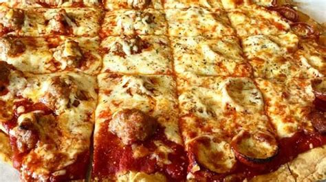 hound pizza hungry hound steve dolinsky s pizza quest abc7chicago
