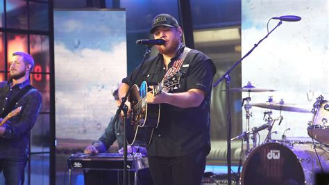 house plays music when it rains see luke combs perform when it rains it pours live on today today com