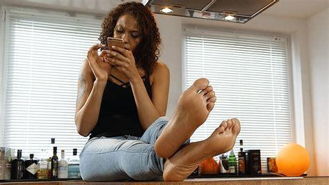 Jass Loren yazzi barefoot in the kitchen