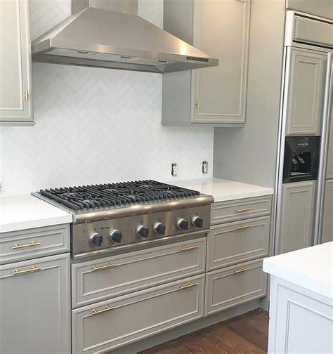 Dovetail Kitchen Cabinets Interior Design Ideas Home Bunch Interior Design Ideas