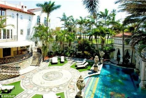 Gianni Versace S Mansion In Miami Up For Auction After Gianni Versace House South