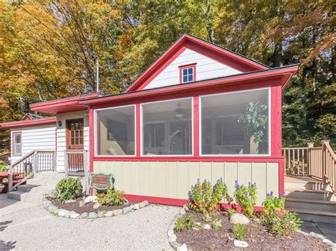 Cottages In Saugatuck Mi by Quaint Cottage In Downtown Saugatuck Vrbo