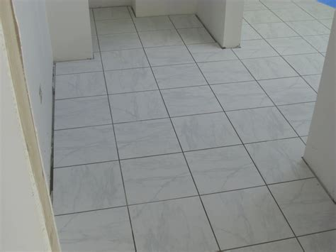 Floor Tiles With Grey Grout by Gray Tile With Gray Grout Tile Design Ideas