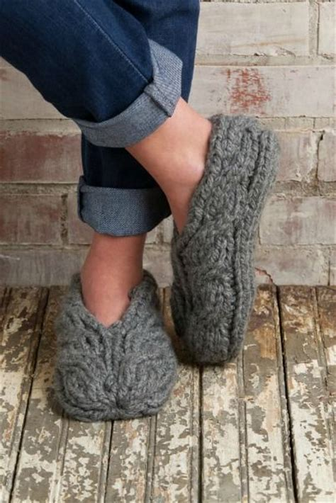 simple chunky cable crochet slippers free chunky cable slippers knit pattern