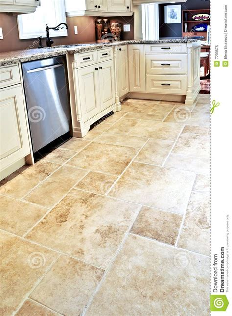 suelo de azulejo en cocina moderna foto de archivo