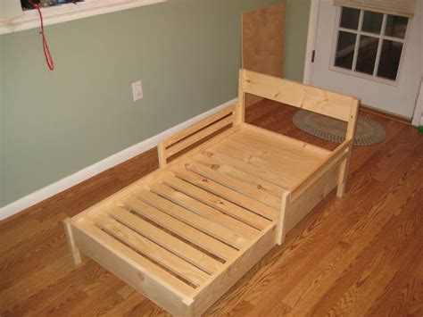 when to use toddler bed daddy daze blog easy diy toddler bed kid ideas pinterest