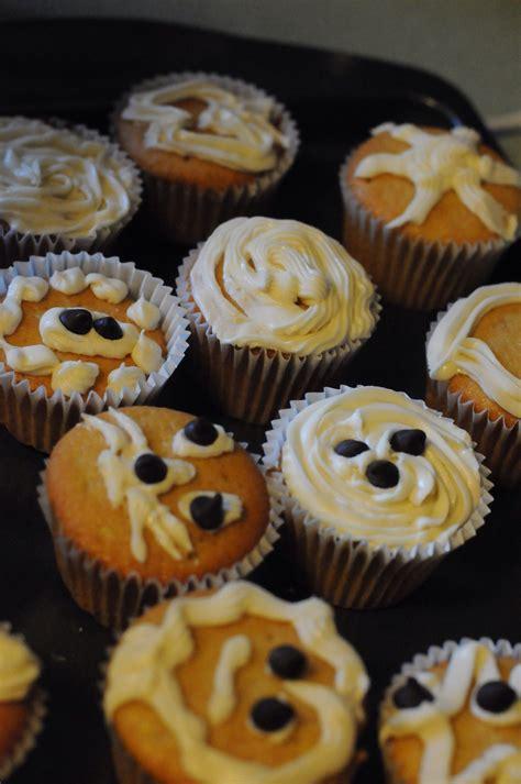 simple cupcake designs to make your kids smile belgoods