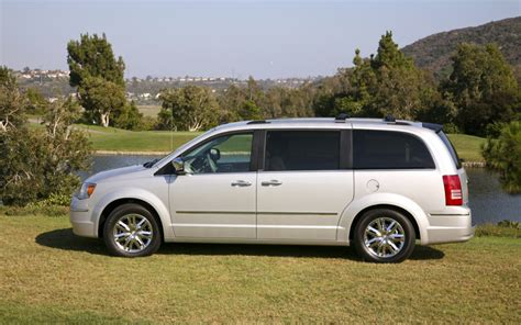 2009 Chrysler Town And Country by 2009 Chrysler Town And Country Limited Side Photo 4