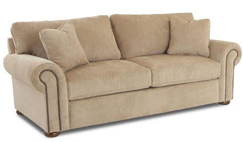 oatmeal sofa sienna oatmeal furby sofa b8410 sc oatmeal klaussner