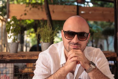 fashion glasses for bald men what sunglasses look good on bald guys sunglasses and