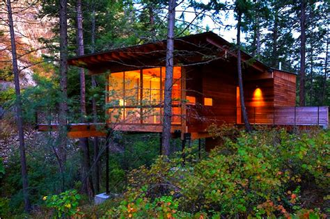 Cozy Cabins by 6 Cozy Eco Cabins To Snuggle Up In This Fall 6 Cozy Cabins