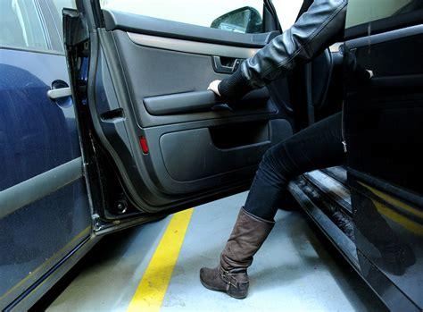 Versicherung Auto Fahrerflucht by Fahrerflucht Versicherung Kann Bis 5 000 Fordern Recht