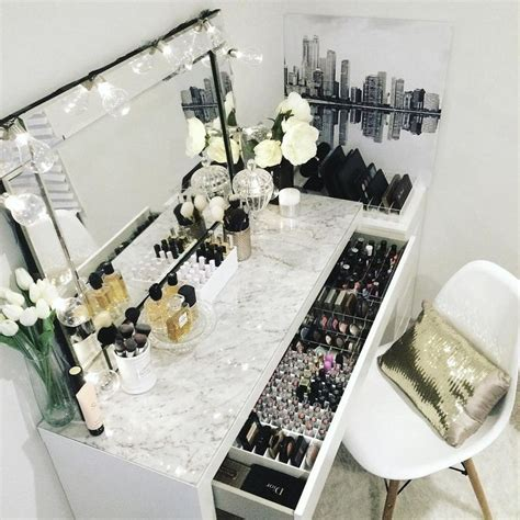 Makeup Table Ideas 25 Best Ideas About Makeup Tables On Pinterest Makeup Desk Dressing Table Inspiration And