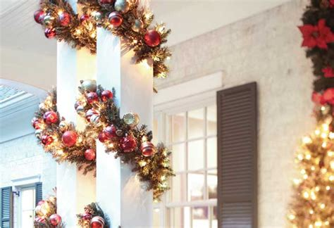 how to decorate indoor column for xmas creative ways to decorate with lights