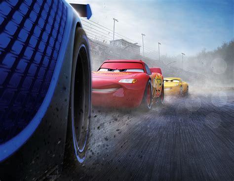 telecharger film cars 3 fonds d ecran cars 3 en gros plan lightning mcqueen cruz