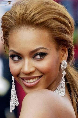 Beyonce Updo Hairstyles by Uniwigs Hairstyle Favorite Beyonce Knowles Hairstyles
