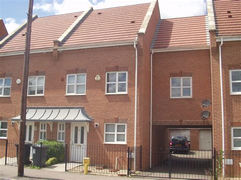 3 Bedroom Townhouse For Rent In Bedford Rentals Lettings Three Bedroom Townhouse For Rent