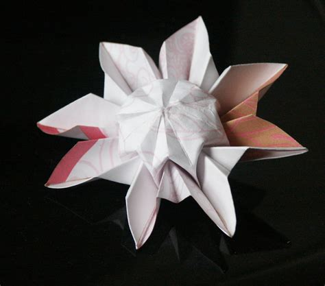 Origami Daisies - tiptoe through the paper tulips twisted textiles