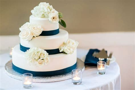 Different Types Of Wedding Cakes by 17 Best Ideas About Wedding Cake Flavors On