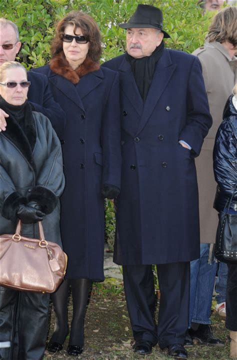 claude berri fanny ardant fanny ardant in producer and actor claude berri s funeral