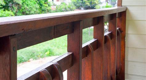 handlauf holz balkongeländer balkongel 228 nder aus holz material holzarten und anbringung