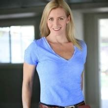 carbonite commercial actress blonde cassandra mccormick from istunt