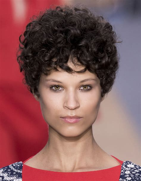 coiffure courte coiffure 2016 courte femme les 25 plus belles coiffures