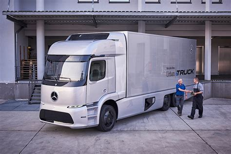 electric truck tesla semi truck to have up to 300 miles of driving range