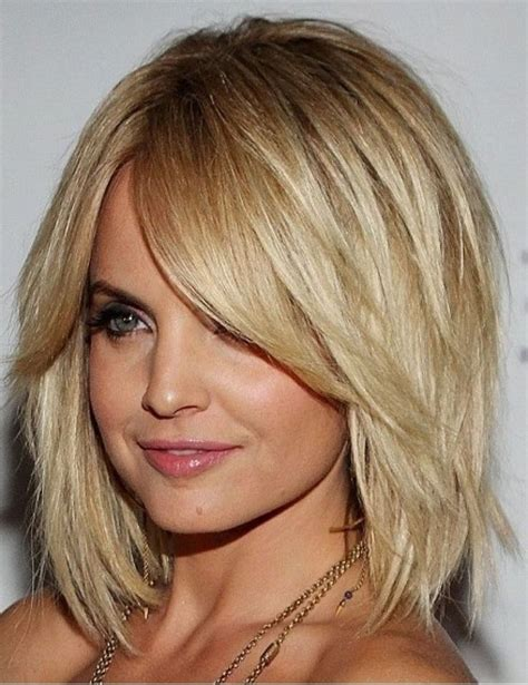 1000 ideas about layered bob pictures on medium hairstyles for women shoulder length