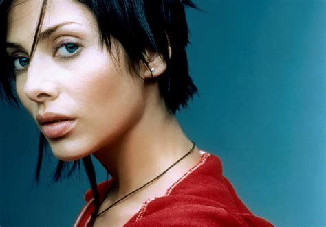 Natalie Imbruglia Wallpapers Images Photos Pictures ...