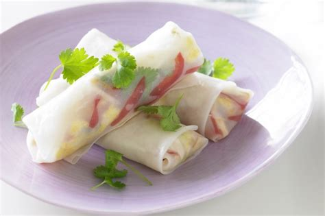 How To Make Chicken Rice Paper Rolls - rice paper rolls recipe taste au