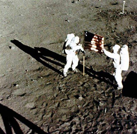 wann landete der erste mensch auf dem mond astronaut neil armstrong der erste mann auf dem mond