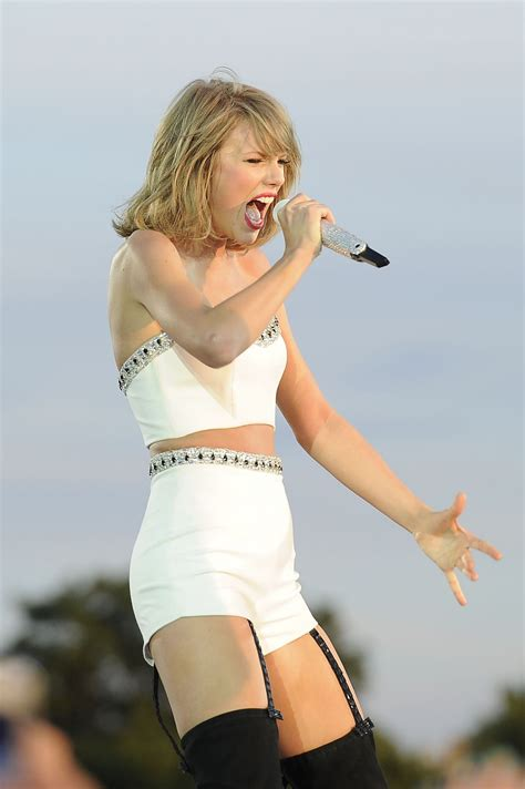 taylor swift concert england taylor swift performing at 1989 world tour concert in london