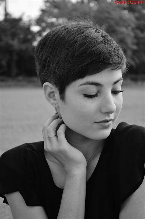 pixie haircut with feminine neck line love it when they 391 best pixie cut images on pinterest