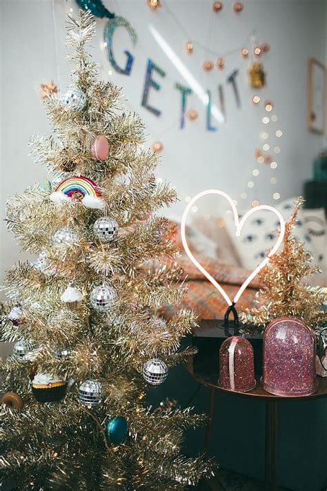 when does nyc start decorating for christmas decorating with outfitters nyc tezza get lit decorate for the holidays and get
