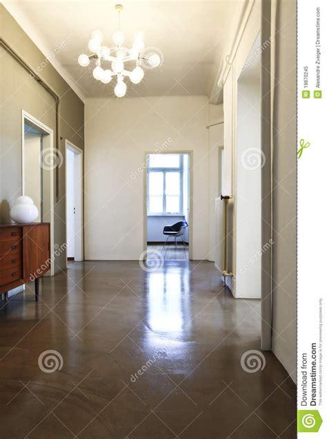 lustre couloir couloir avec le lustre r 233 tro photo libre de droits image